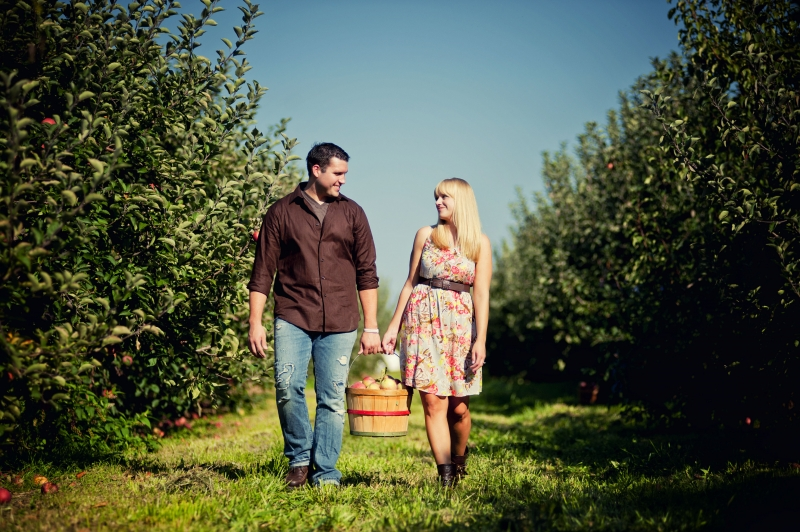 lancaster pa orchard engagement